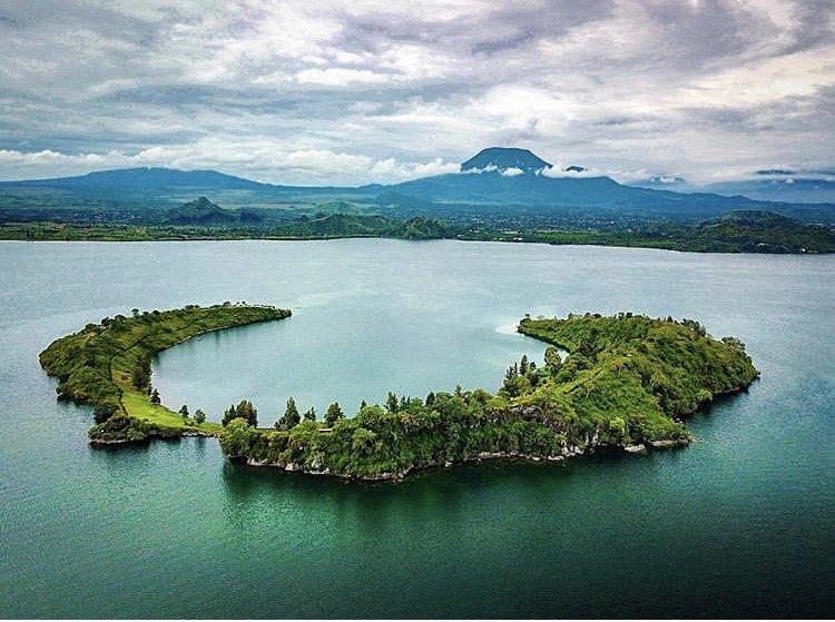 Tchegera Island DRC. Congo Tours
